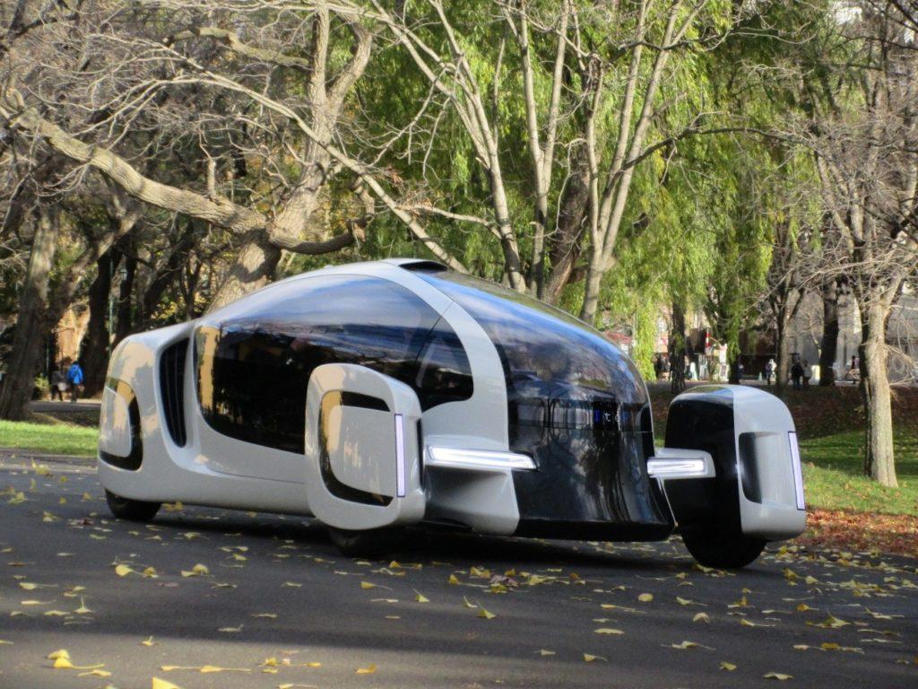 革新的コンセプトカーの展示会開催 本学構内での試走も