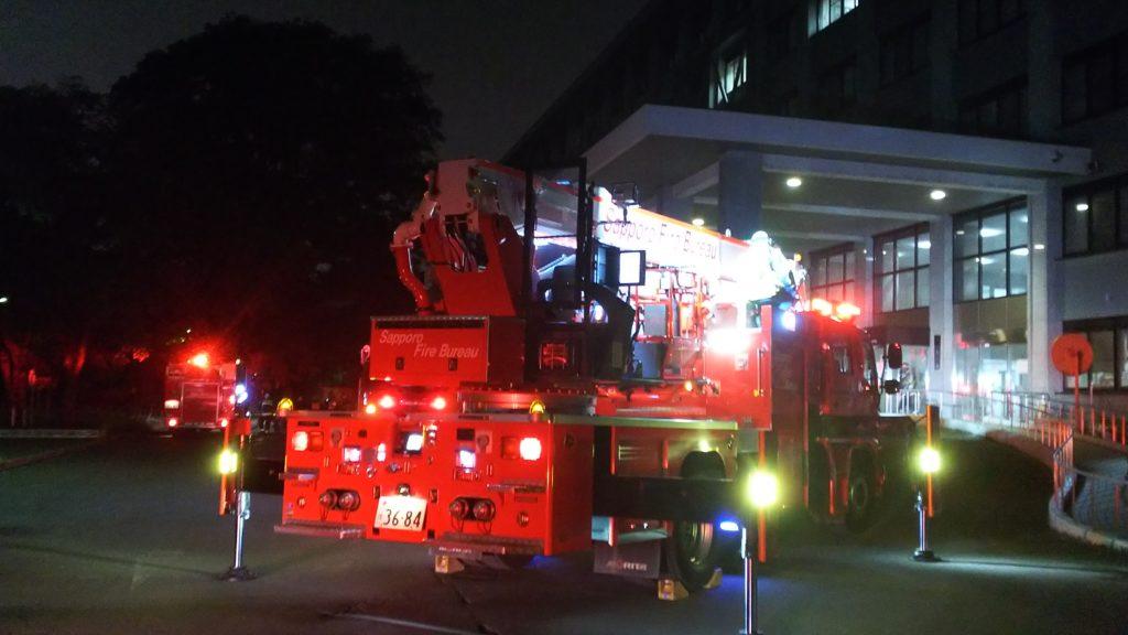 【速報】火事は未発生 消火器の液漏れを煙と誤認 消防車など14台出動 本学工学部棟
