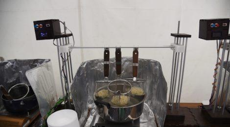 自作機械で博多ラーメン調理 人手不足に対応 福岡県人会